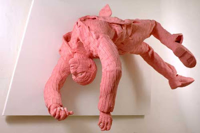 sanggup dijadikan sebagai sumber ide dalam melahirkan seni kreativitas yang mempunyai  Uniknya Patung Permen Karet Karya Maurizio Savini