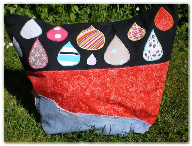 sac cabas sur-mesure jean, rouge et noir avec appliqués en forme de gouttes