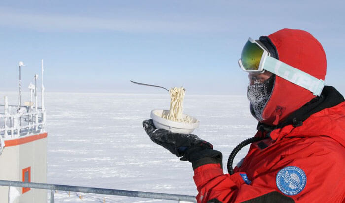 Astrobiologist Shows What Happens When You Try To Cook In Antarctica At -94ºF (-70ºC)