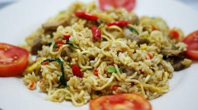 Sebagai negara yang lebih banyak didominasi penduduknya  mengonsumsi nasi sebagai kuliner pokoknya Resep Membuat Nasi Goreng Mawut Sederhana