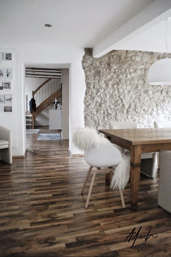 My living room s t i l r e i c h blog - Betonwand wohnzimmer ...