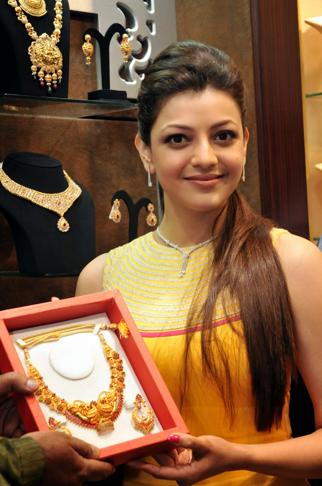 9ab3b3ae3b72e6 Actress Kajal Aggarwal inaugurated fifth retail outlet of Malabar Gold    Diamonds at Kormanagala