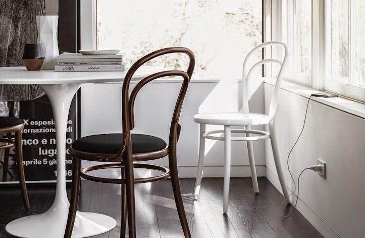 cocina con decoracion silla thonet mesa tulip