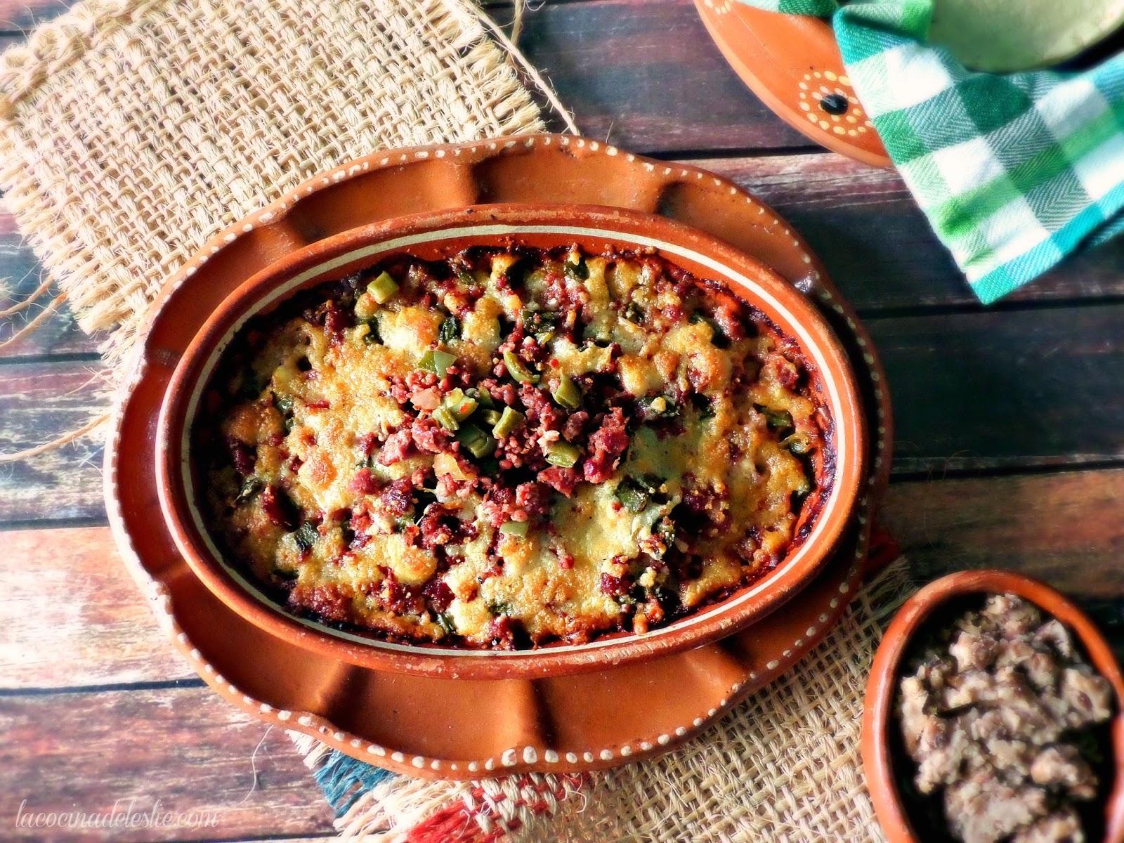 Queso Fundido con Chorizo y Nopales - lacocinadeleslie.com