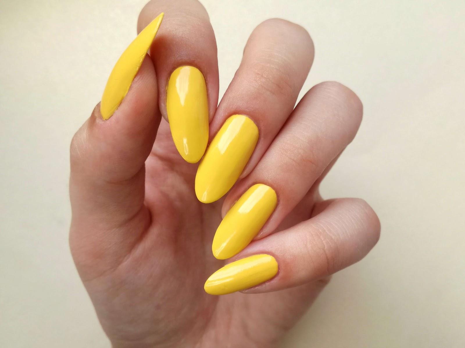 lakier wycon giallo swatch