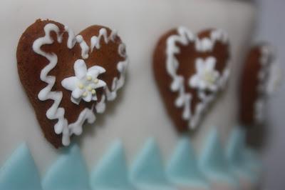 Bayerische Hochzeitstorte der Konditorei Krönner mit Lebkuchenherz-Topper - Bavarian wedding cake with ginger bread heart cake topper