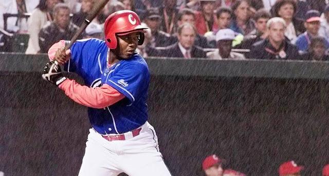 Periodistas, historiadores y fanáticos. Por favor, comencemos todos a respetar la historia del béisbol cubano.