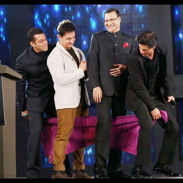 so cute the khans doing the towel dance with rajat sharma, Salman, Aamir, shahrukh Khan aap ki Adalat Pics
