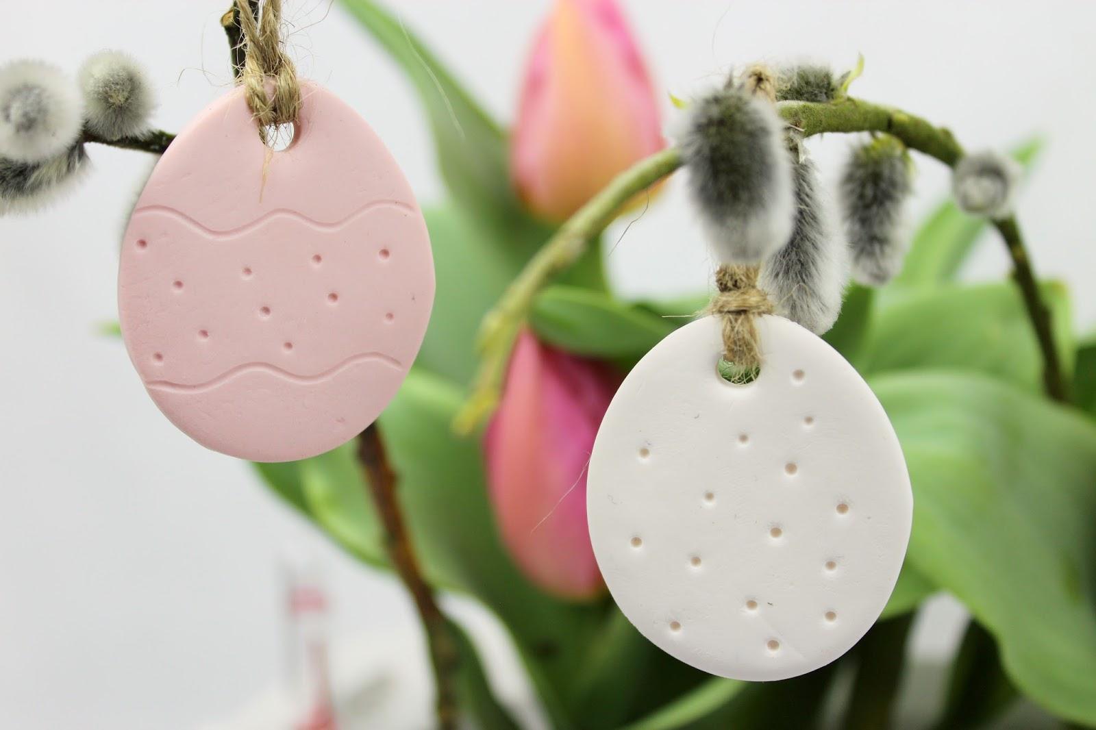 DIY Ostergesteck mit kleinen Osteranhängern aus Fimo selber machen - die perfekte Osterdekoration mit Lechuza