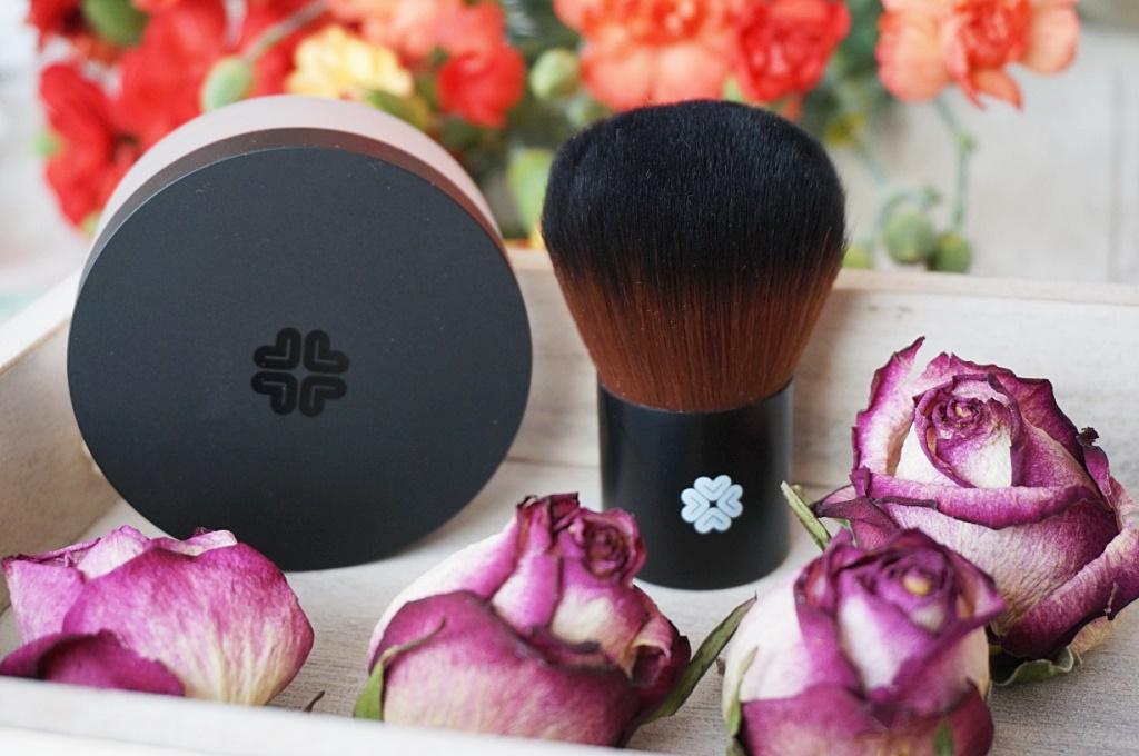 Lily Lolo podkład mineralny Porcelain + pędzel Super Kabuki - sekret udanego makijażu