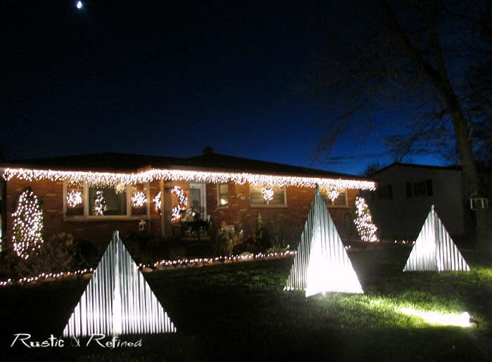 Best Outdoor Christmas Decorations that anyone can build in one weekend.