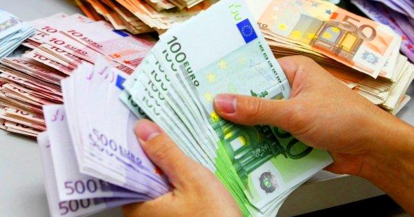 «Πόλεμος» για τα 19.000.000 ευρώ που βρέθηκαν (;) σε βίλα στο Νέο Ψυχικό - Τι λέει το ΚΙΝΑΛ, τι απαντά η «Δημοκρατία»