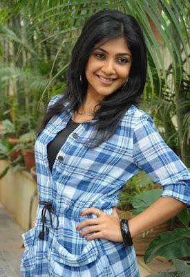 Actress Kamalinee Mukherjee latest stills