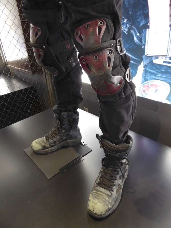 Deadshot costume knee guards and boots Suicide Squad