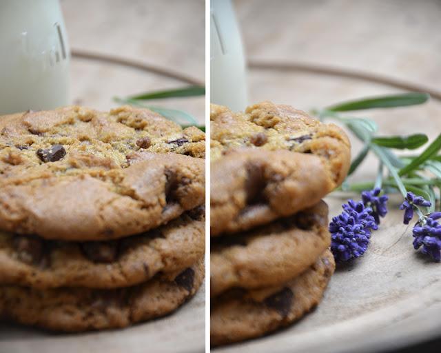 store småkager med chokolade