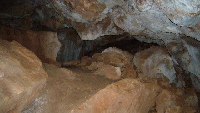 Cova dels Lladres, cerca de Santo Espíritu