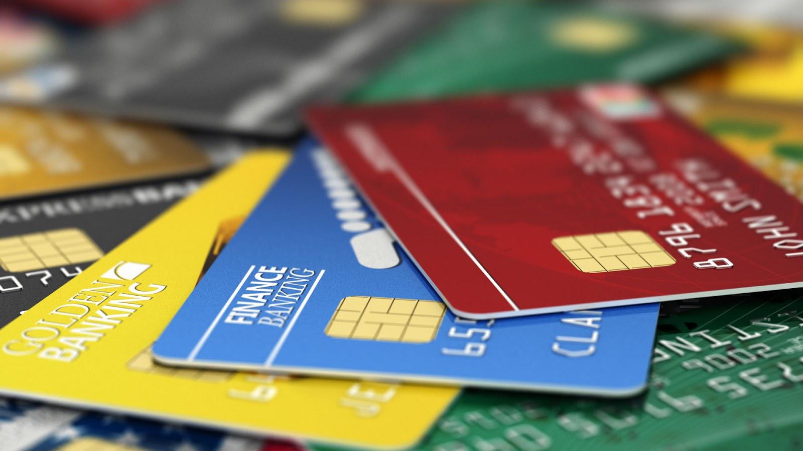 ¿Puedo dar mi numero de tarjeta de crédito y el código sin riesgo en una web?