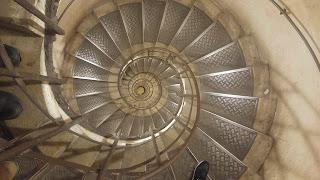 המדרגות לשער הניצחון