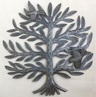 Дерево с птицами. Птицы выполнены в виде отдельных чеканок