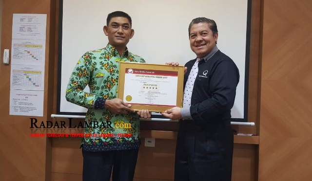 RSUD Alimuddin Umar Terima Sertifikat Akreditasi Paripurna