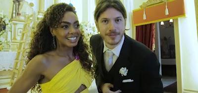Os personagens Dandara (Dandara Mariana) e Quinzinho (Caio Paduan) se casarão de surpresa em Verão 90