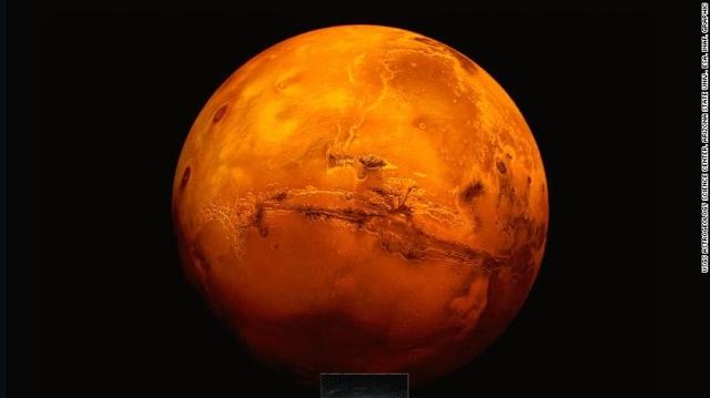 Descubren el primer lago de agua líquida en Marte