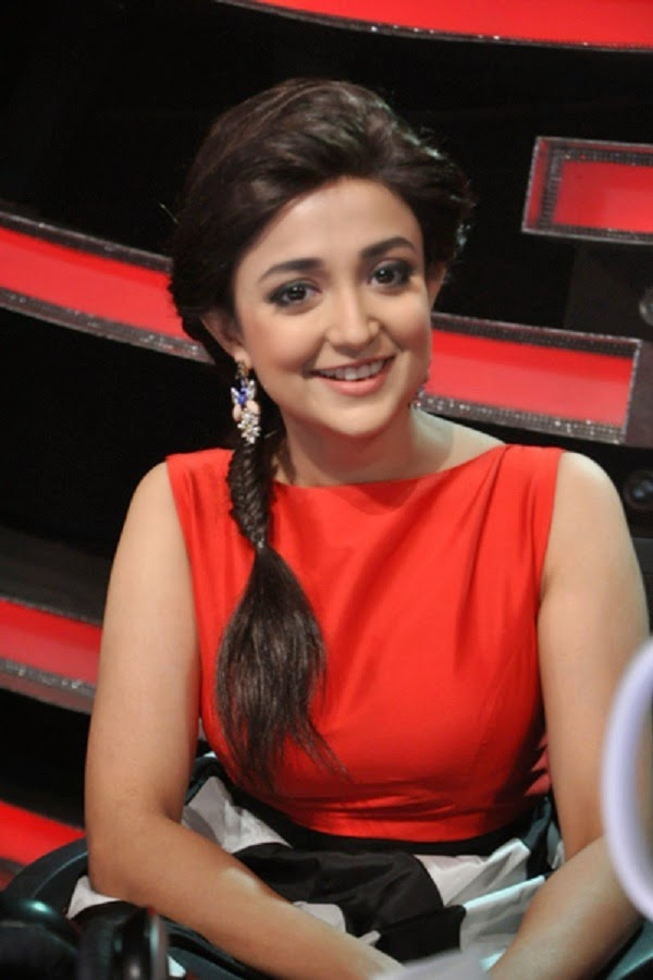 Indian Spicy Singer and Actress Monali Thakur very hot and sexy stills Wallpapers Fee Download