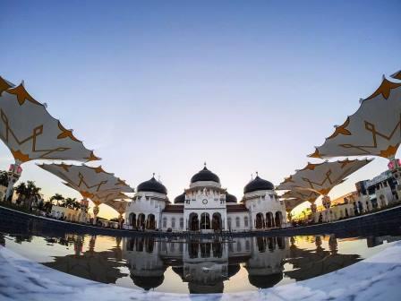 Wisata Favorit Masjid Raya Baiturrahman