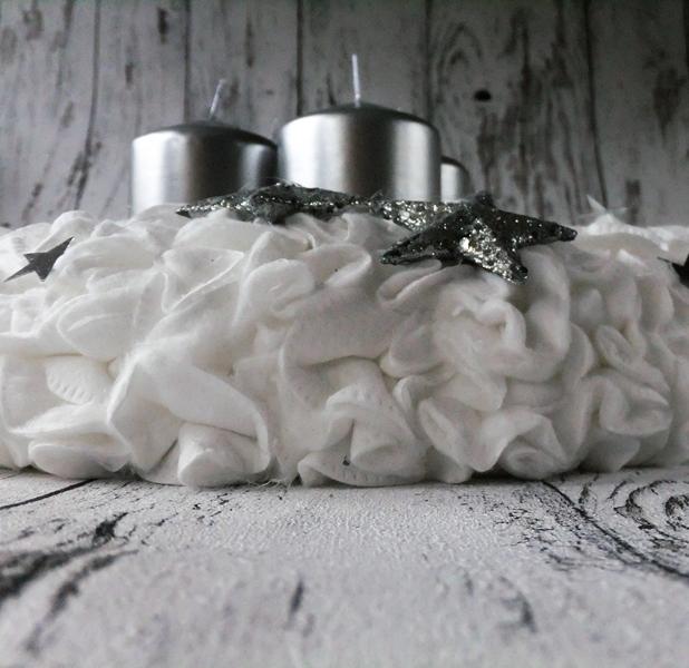 Adventskranz aus Wattepads silber-weiß