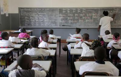 Governo quer 50% dos professores nas escolas