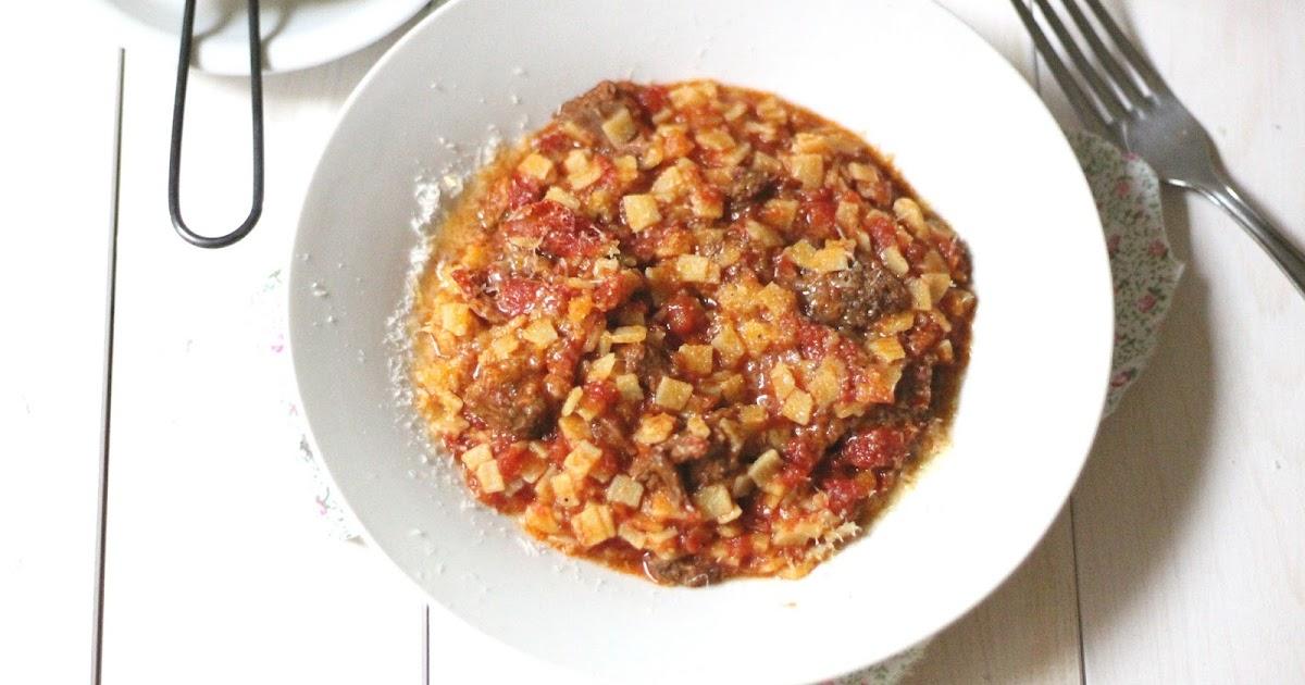 spezzatino di carne con pasta all'uovo risottata / kreas me chilopitaki