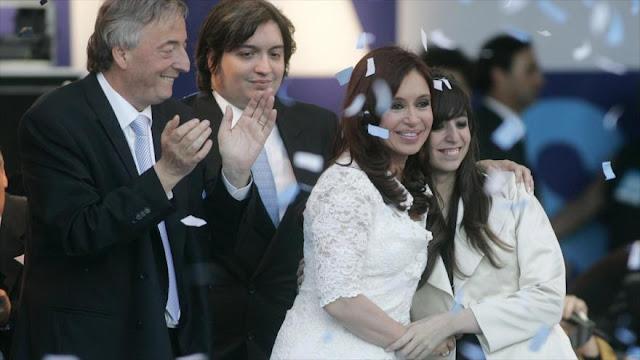 UIF solicita congelar millonarios bienes de la familia Kirchner