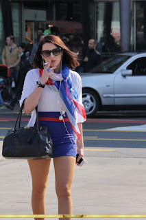 mujeres guapas minifalda