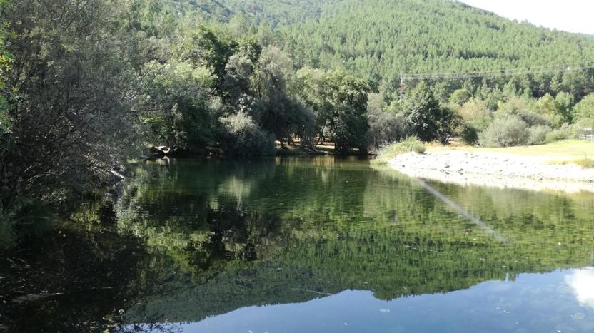 Espelho de água da Praia Fluvial da relva da Reboleira