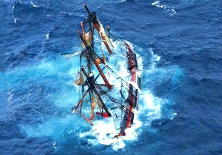 Firtinada batan bir gemi saniyeler içinde denizin dibini boylayacaktır, öyle ki deniz dalgalıysa gemiyi parçalayacaktır.