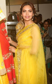 Esha Gupta Pos At The Launch Of Sister Neha Gupta s Festive Collection At Atosa 2