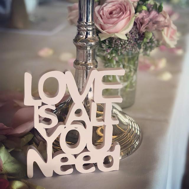 Love is all you need, Hochzeitsplaner Garmisch, Hochzeitsplaner Murnau, Uschi Glas, Zum Murnauer, Hochzeitslocation, Hochzeitsorganisation, altrosa, wedding coordinator, wedding planner, Hilfe beim heiraten