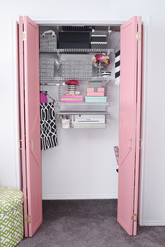 Create a functional and gorgeous bedroom closet in just a few hours with this tutorial. She covers the planning, installation and styling of the closet system. A bright, useful, chic and functional closet makeover that is perfect for small or large reach-in or walk-in closets. No cutting required!