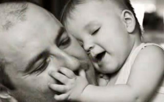 un padre y su bebe. IMAGEN ASOCIACIÓN ESPAÑOLA DE PADRES