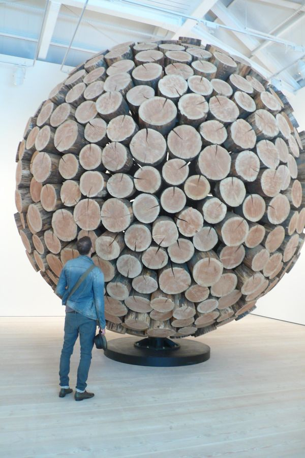 Lee Jaehyo monumental wooden sculpture