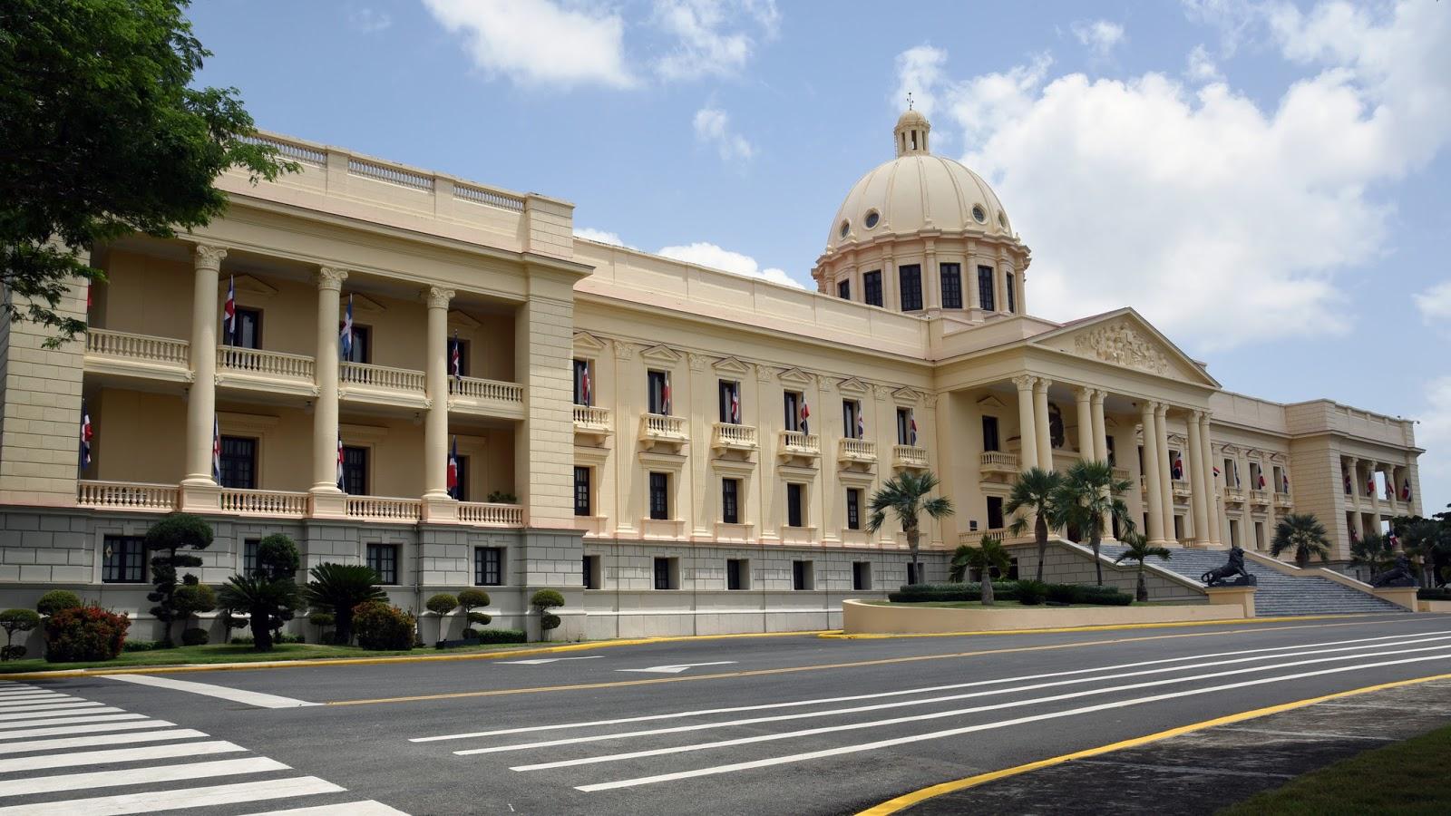 Presidente Danilo Medina dispone 11,486 ascensos a miembros del Ejército, Armada, Fuerza Aérea y PN