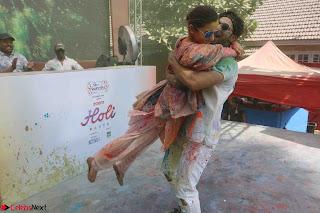 Alia Bhatt and Varun Dhawan Playing Holi at Zoom Holi Celetion 2017 (1).JPG