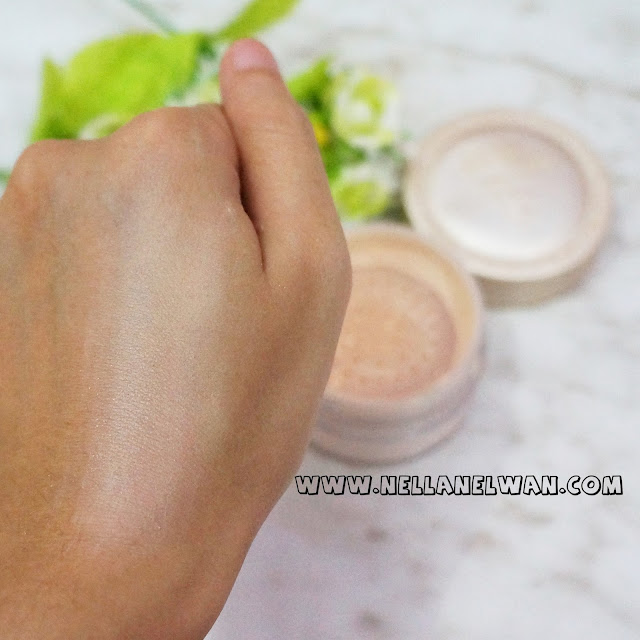 skinfood buckwheat loose powder swatch nellanelwan