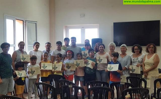 Entrega de diplomas a los alumnos del Taller Intergeneracional de Cine en El Granel