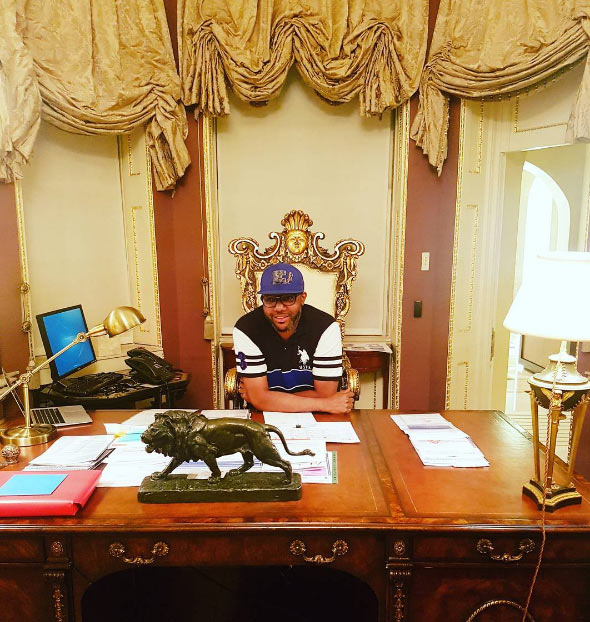 Photos: Billionaire E-money shows off his expensive home office
