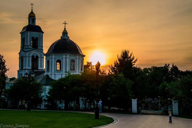 Закат в Царицыно, церковь, фонарь, солнце