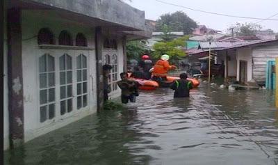 pawarta-bahasa-jawa-banjir-nerjang-kampung-pulo-jakarta-timur