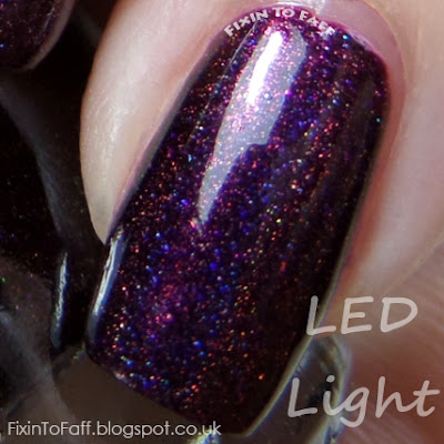 Macro swatch of ILNP Black Orchid.