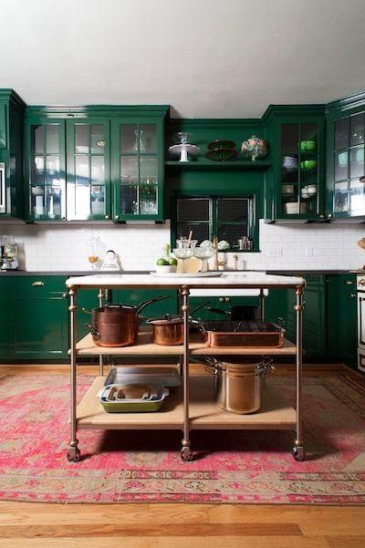 Кухня темно-зеленого цвета