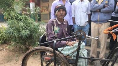 गुजरात चुनावः 30 साल से लगातार वोट देकर संदेश दे रहे पोलियो पीड़ित चंद्रकांत दोशी
